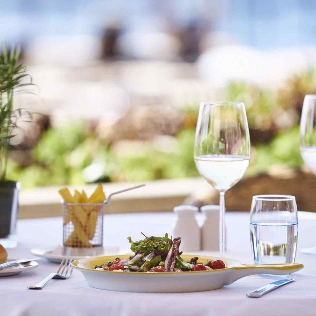 https://guiaturismochile.cl/wp-content/uploads/2017/08/restaurant-01-6-1-1280x1280.jpg